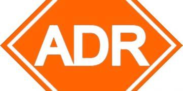 El transporte de mercancías peligrosas por carretera, ¿qué significa ADR?