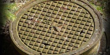 ¿Cuándo debo realizar la limpieza de la fosa séptica?